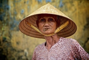 Vietnamese lady - photo by Steve Lavelle | Kiterr.com