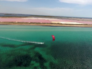 Kiteboarding along the salt pans in Lo Stagnone, Marsala | The best kitespots in Sicily - Kiterr.com