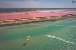 Kitesurfing along the salt pans in Lo Stagnone, Marsala | The best kitespots in Sicily - Kiterr.com
