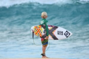Mitchy Peterson scoping North shore - the best kitesurfing spots in Maui, Hawaii   Kiterr.com