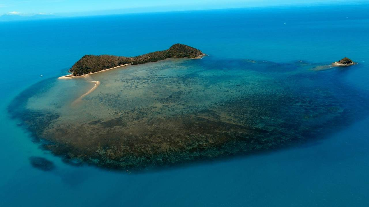 Double Island - Kitesurfing in Far North Queensland, Australia // Kiterr.com